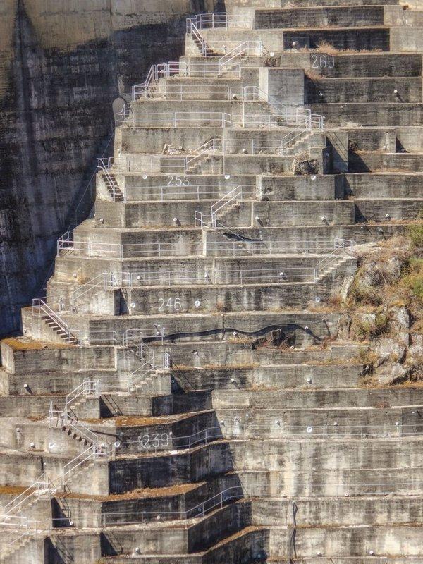 Escadaria da barragem de Barrosa