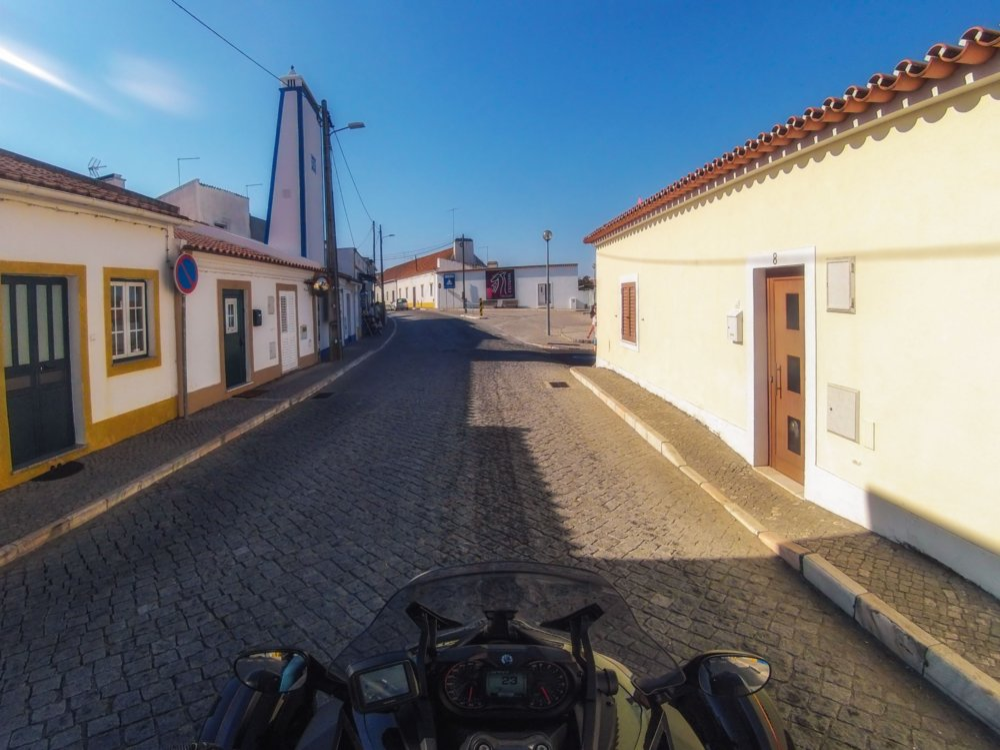 Na aldeia de Escoural, Alentejo