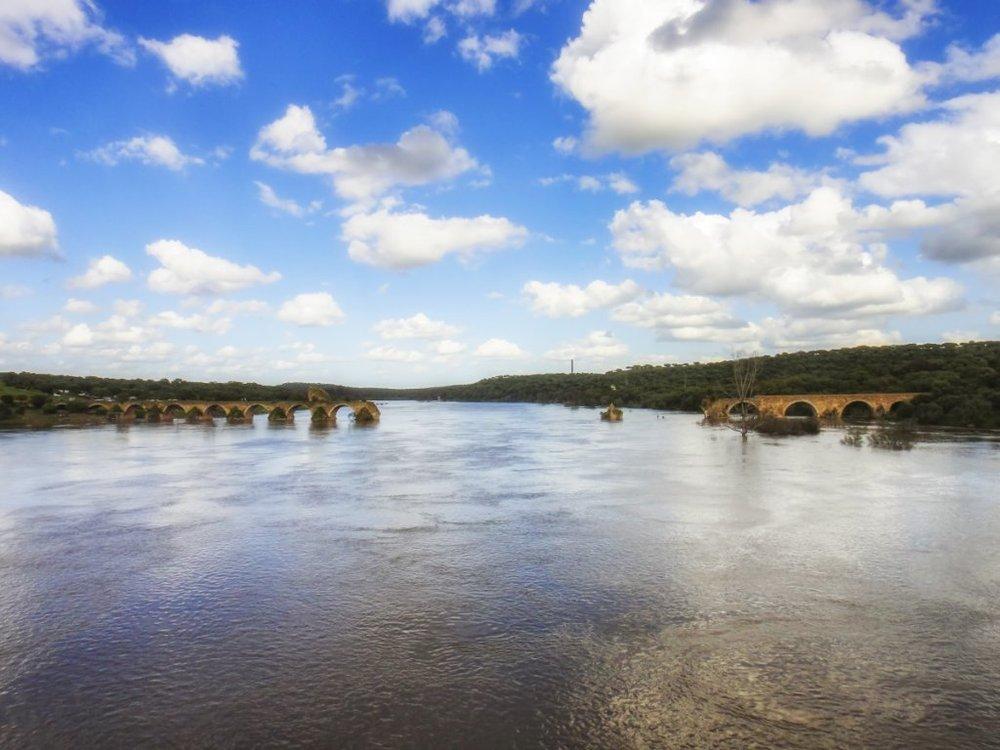 ruínas da Ponte Nova sobre o rio Guadiana